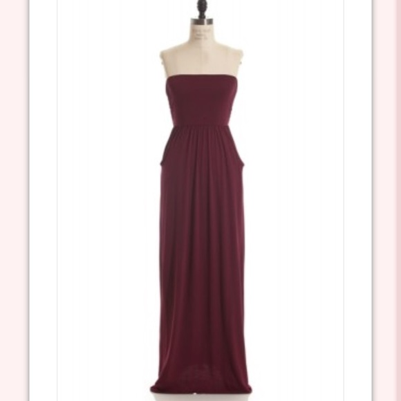 9cfe98f3bacd Burgundy strapless maxi dress with pockets